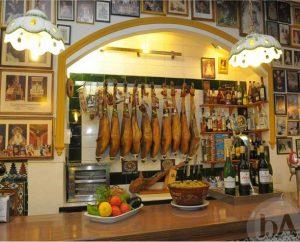 Interior de Casa Ricardo en Sevilla