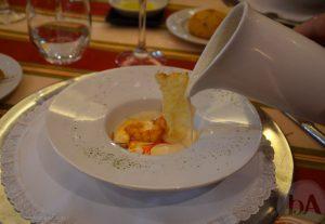 Vieras con Gambas Rojas y Ajo Blanco en el Restaurante Manolo Mayo